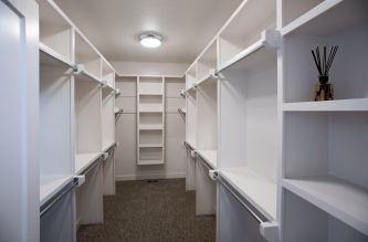 hadley custom home closet